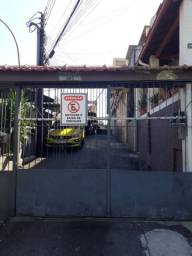 Alugo casa condomínio de Vila.