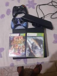 Xbox 360 com kinect e 2 controles