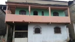 Vende-se uma casa com 3 moradias