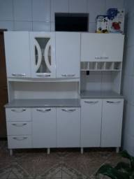 Armário de cozinha bem conservado
