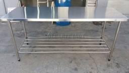 mesa com paneleiro em aço inox sob medida