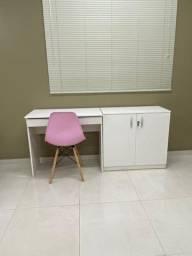 Mesa small A armário baixo cadeira eiffel