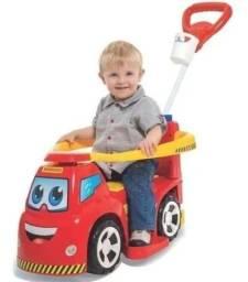 Carro infantil bombeiro suporta 50 kg