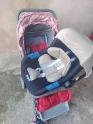 Vendo carrinho de bebê R$ 200