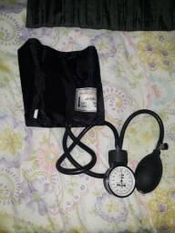 Estetoscópio e aparelho de pressão