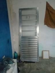 Porta de aluminio semi nova sem forra