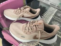 Nike Revolution 5 Rosa e dourado