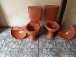 Conjunto de banheiro vaso e pia