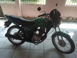 Vende-se esta linda moto
