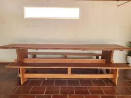 Mesa de churrasco de madeira de lei
