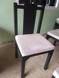 Vendo 4 Cadeiras (Madeira) (250,00 cada)