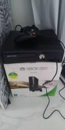 Vendo Xbox 36O com 50 jogos no HD