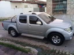Nissan Frontier impecável
