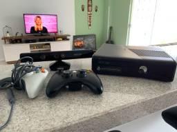 Xbox 360 + Kinect + 2 controles seminovo