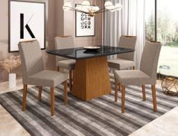 Mesa com 4 Cadeiras Pés De Madeira