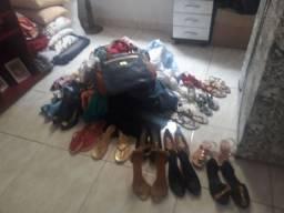 Lote de roupas para bazar.
