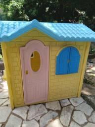 Vendo casinha infantil bem conservada