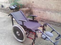 Cadeira de rodas articulada