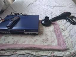 Aparelho de DVD e karaoke. E secador de cabelo