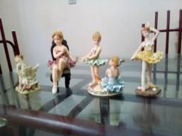 Estatuetas de resina pintadas a mão