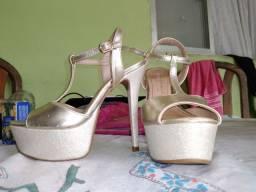 Sandália de salto plataforma dourada n 34