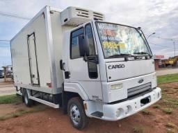 Ford Cargo 816 ano:2013 baú refrigerado Gancheira