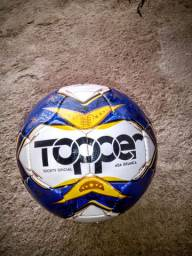 Bola de futebol semi nova