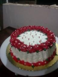 Faço  bolos decorado  por encomenda.