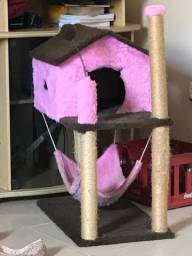 Casinha de gato com arranhador