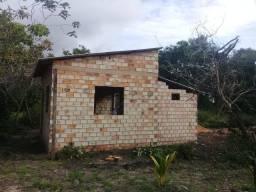 Vendo um terreno com casa na estrada do pajuçara