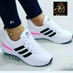 Tênis Adidas ..