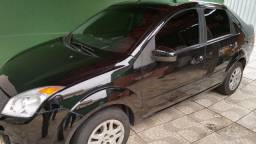 Fiesta sedan completo
