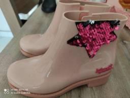 Bota rosa da Larissa Manoela Grendene