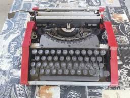 Maquina de escrever para colecionadores Olivertti do Brasil.