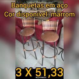 Banquetas e mesas