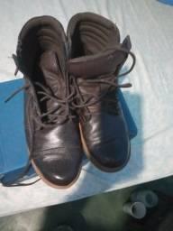 Estou vendendo está linda bota nova