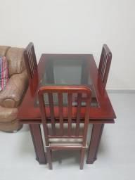 Título do anúncio: Mesa em mogno com tampo de vidro e 3 cadeiras