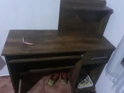 Escrivaninha e mesa pra PC