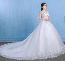 Vestido de noiva novo! Na embalagem. Nunca usado!