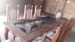 Conjunto de de mesas e cadeiras de maseira
