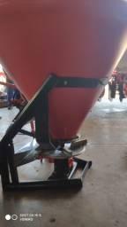Distribuidor adubo e ureia 600 kg