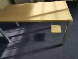 Mesas de Excelente Qualidadr e pouco uso para Escritório