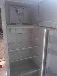 Vendo geladeira  frost free em bom estado
