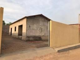 Casa/Prédio - Esquina 12m X 27m - Água e luz - Murado