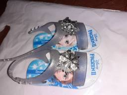 Sandália frozen e sandália grendene barbie