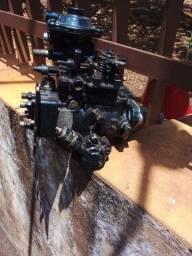 Bomba injetora trator TL 4 cilindro nova ..tenho 2 peças iguais
