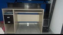 Vende-se mesa de computador com escrivaninha .