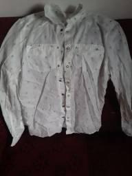 Camisa tipo social com detalhes com coqueirinho