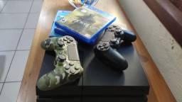 PS4 com duas manetes e 6 jogos