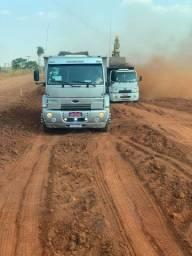 Caminhão basculante para transportes em geral